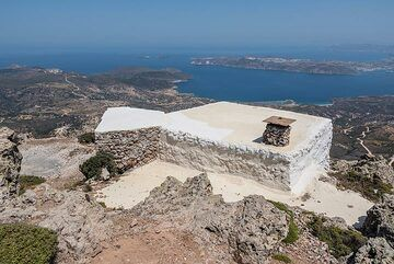 A small chapel is near the summit of Profitis Ilias. (Photo: Tom Pfeiffer)