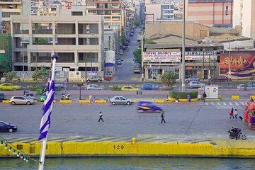 Streets of Pireus and the quai where the ship is sailing to Milos  (Photo: Tom Pfeiffer)