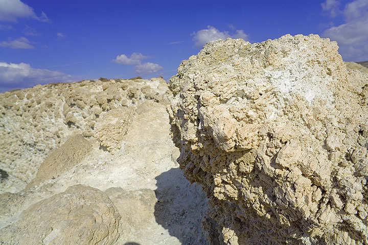Large pumice scuptured out of the deposit's surface by erosion  (Photo: Tom Pfeiffer)