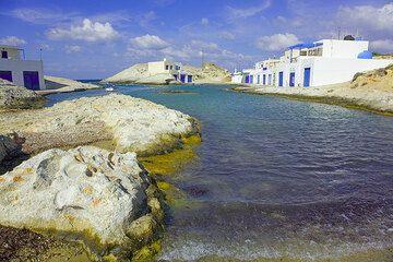 Small protected bay (Mytikas) (Photo: Tom Pfeiffer)