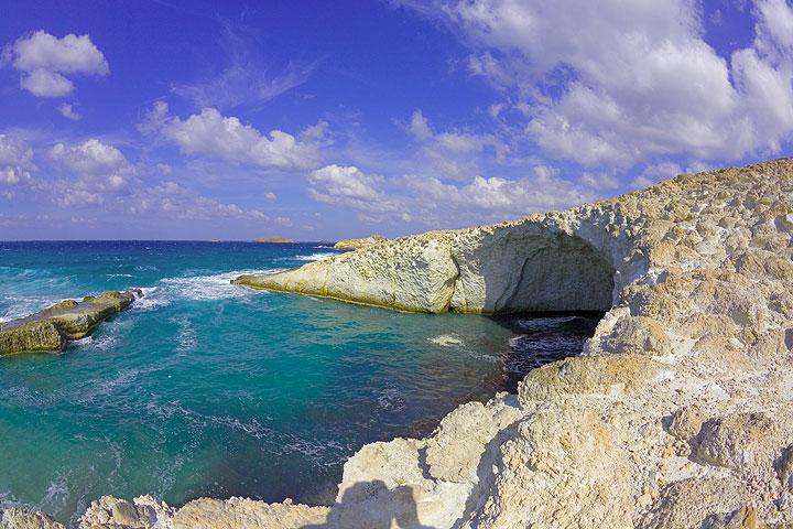 Sea cave in in the white pumce deposit (Photo: Tom Pfeiffer)