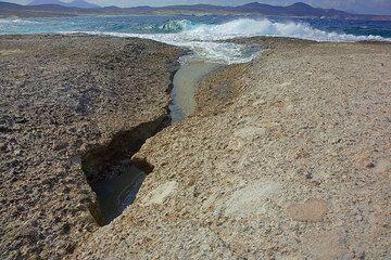 Small wave-cut canyon (Photo: Tom Pfeiffer)