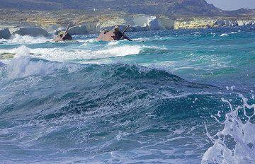 Shipwreck at Sarakiniko (Photo: Tom Pfeiffer)