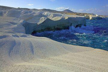 White cliffs at Sarakiniko (Photo: Tom Pfeiffer)