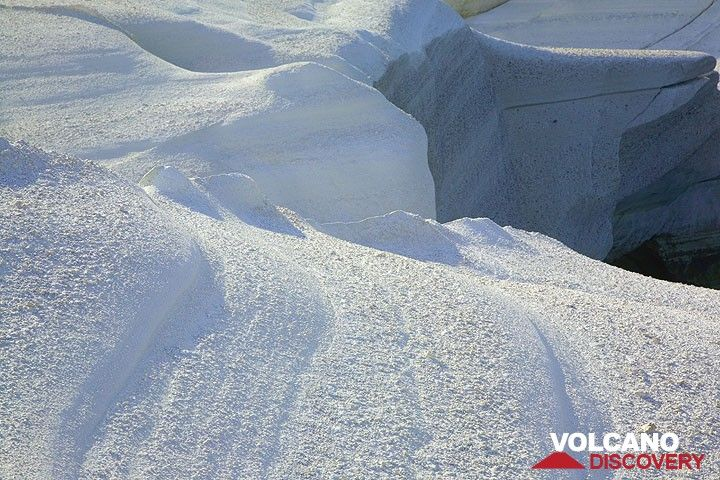 Smooth white rock surfaces (Photo: Tom Pfeiffer)