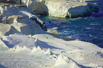 Sculptured coastline at Sarakiniko, Milos Island (Photo: Tom Pfeiffer)