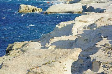 White coast of Sarakiniko (Photo: Tom Pfeiffer)