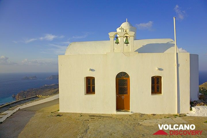 Small chapel on top of the ancient castro of Plaka (Photo: Tom Pfeiffer)