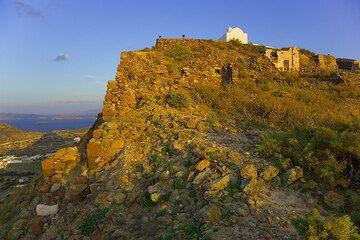 View of the castello of Milos (Photo: Tom Pfeiffer)