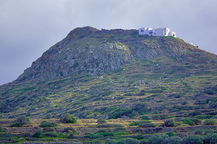 The castello of Plaka on top of an ancient lava dome (Photo: Tom Pfeiffer)