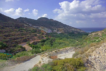 Landscape of the Platanos valley (Photo: Tom Pfeiffer)
