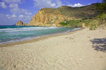 Sandy Platianas beach (Photo: Tom Pfeiffer)