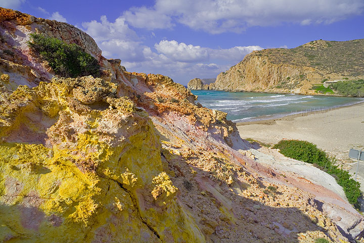 Beautiful Platanos beach and hydrothermally altered colored rocks (Photo: Tom Pfeiffer)