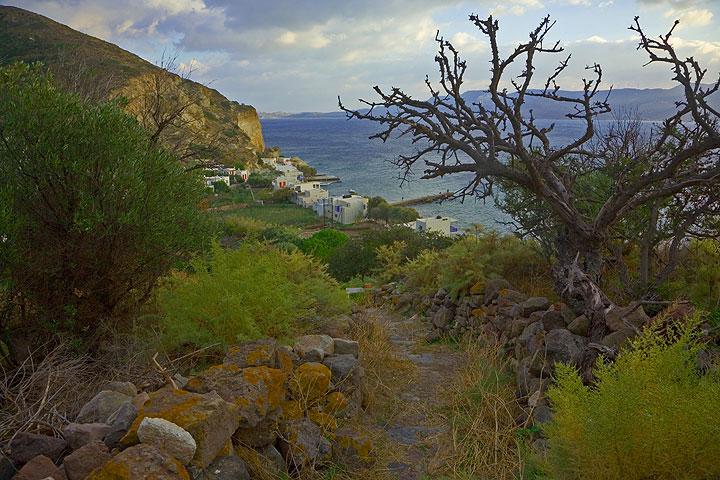 View onto the fishing village Klima  (Photo: Tom Pfeiffer)