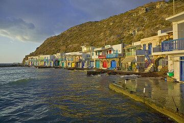 Colorful boat houses at Klima (Photo: Tom Pfeiffer)