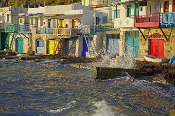 Wild sea and the fisher houses at Klima  (Photo: Tom Pfeiffer)
