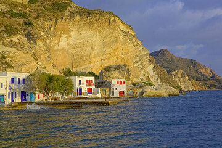 The fishing village Klima (Photo: Tom Pfeiffer)
