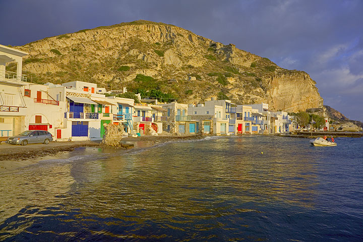 Colorful houses of Klima in the evening sun. (Photo: Tom Pfeiffer)