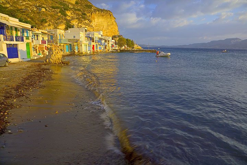 Beach of the fishing village of Klima at sunset (Photo: Tom Pfeiffer)