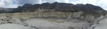 Panoramic view of Stefanos crater, the largest crater within Nisyros´ large caldera (Photo: Ingrid Smet)