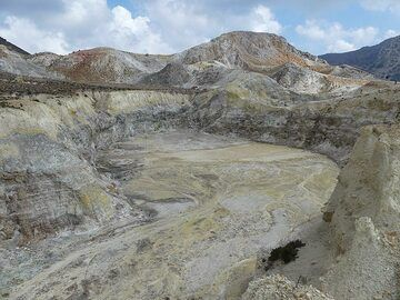Polyvotis crater, the second largest crater within Nisyros´caldera (Photo: Ingrid Smet)