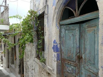 Traditional old houses in Emporio (Photo: Ingrid Smet)