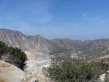 View across the caldera of Nisyros towards Emporio from the village of Nikia (Photo: Ingrid Smet)
