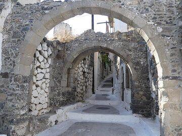 Old archways in Nikia village (Photo: Ingrid Smet)