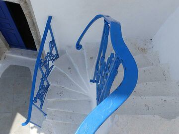 Staircase in offocial Greek colours (Photo: Ingrid Smet)