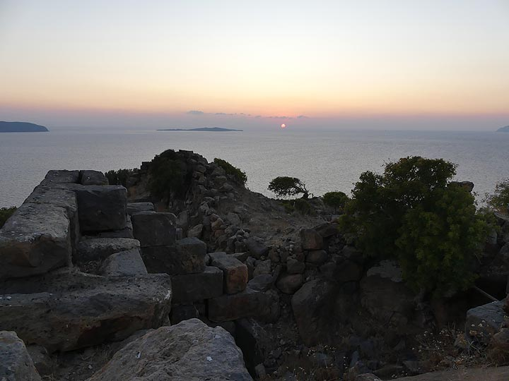 Sunset sky from the Paleo Kastro, a 1000s of year old fortress made of large basaltic rocks (Photo: Ingrid Smet)