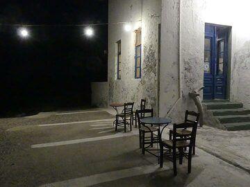 Nighttime drink at Loutra (Photo: Ingrid Smet)