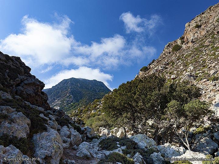 View towrds the Profitis Ilias lava dome at Nymphios valley. (Photo: Tobias Schorr)