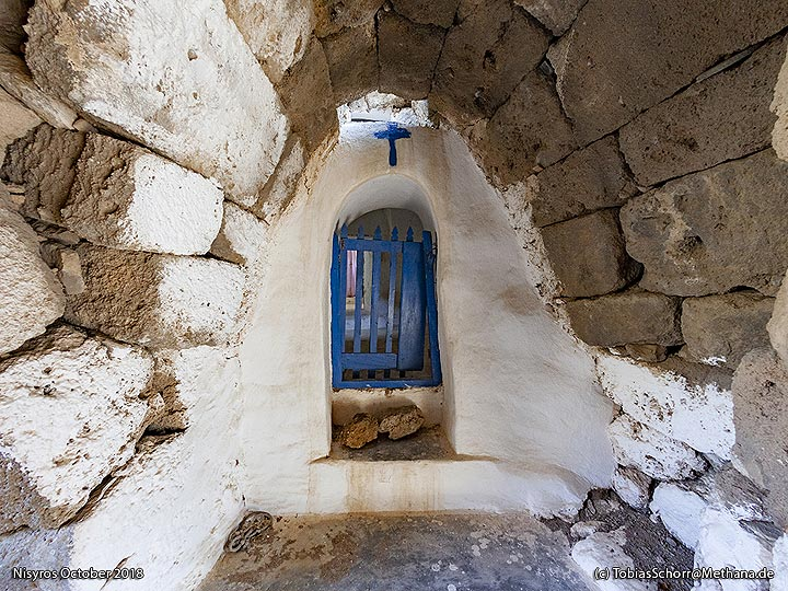 Entrance to the chapel of Agios Joannis. (Photo: Tobias Schorr)