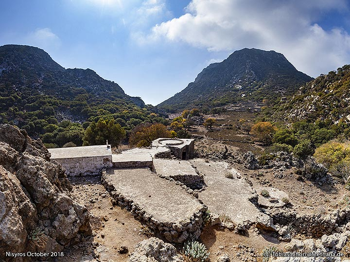 View into the valley of Nymphios with its monastery. (Photo: Tobias Schorr)