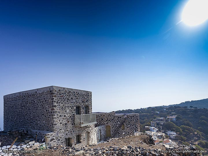 An ugly new built house at the top of Emporio village. (Photo: Tobias Schorr)
