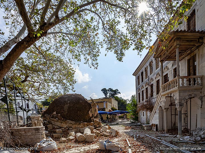 The old mosque was hit by the 2017 earthquake. (Photo: Tobias Schorr)