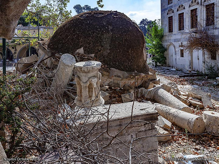 The destroyed pavillon at the Turkish mosque of Cos. (Photo: Tobias Schorr)