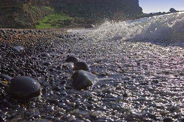 Beach pebbles. (c)