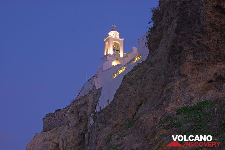 Die abends beleuchtete Kirche der Agia Moni Spiliani. (c)