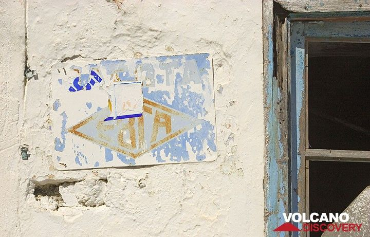 Wall in Emborio. (c)