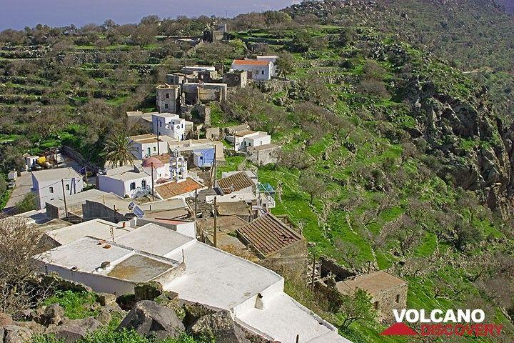The little village of Emborio perched on the caldera rim. (c)