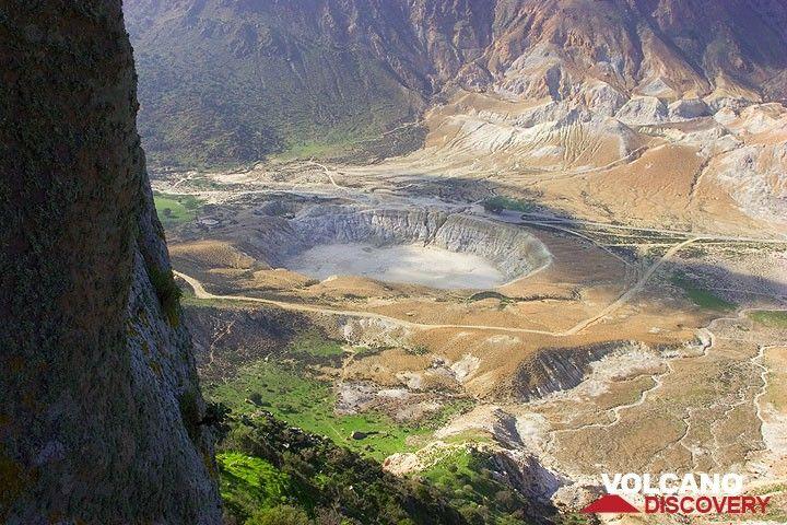 Blick von Nikia auf den Stefanos Krater (Photo: Tom Pfeiffer)