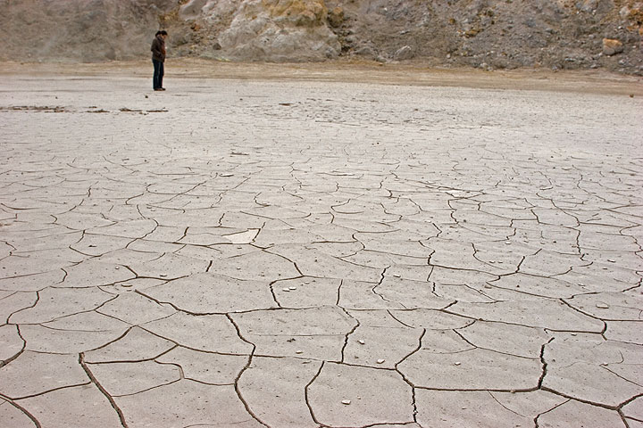 Mud cracks on the crater floor. After the recent rains, they were completely undisturbed at the time of our visit. I liked them so much that I posted a whole gallery showing only mud cracks from here... (c)