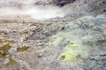 Fumaroles at the margin of the crater floor. (c)