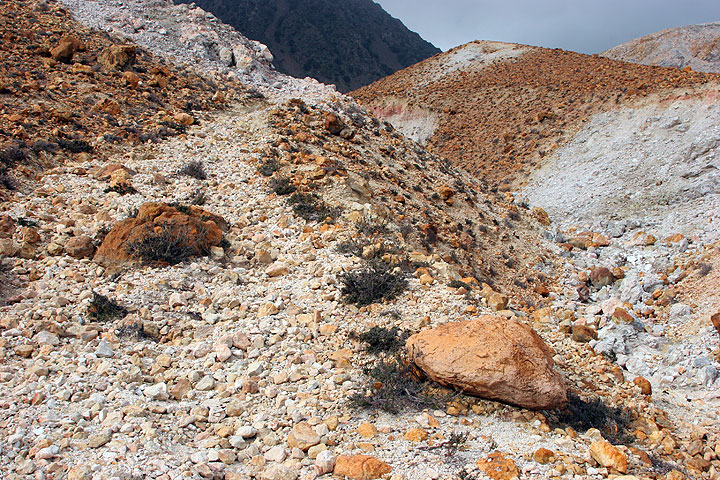 Trail up to the Polyvotis crater. (c)