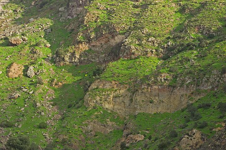 View onto the caldera cliff below Nikia (c)