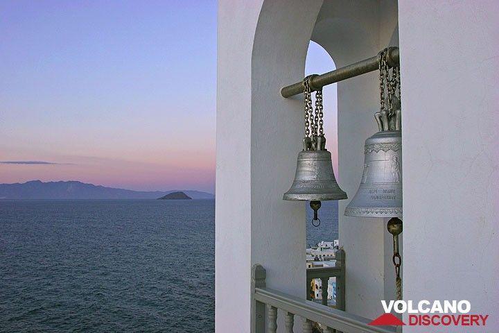 Der Glockenturm von Agia Spiliani kurz nach Sonnenuntergang. (c)