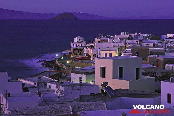 Mandraki at the beginning of the night. In the background, Kos island. (c)