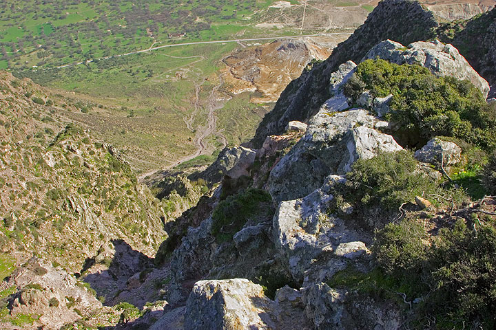 The steep cliff into the caldera almost 600 m below. (c)