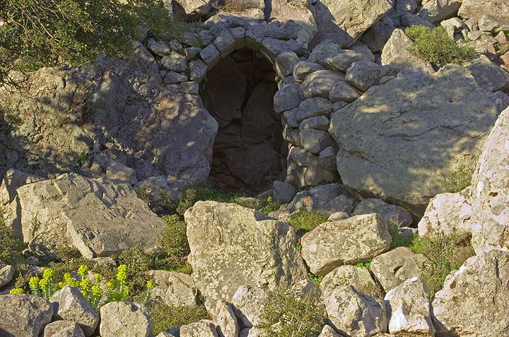 We have come to a small valley where ruins of an ancient settlement and church are found.  (c)